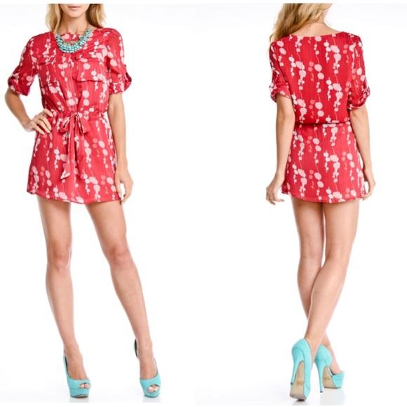 Vertigo Paris Dresses & Skirts - Vertigo Kylie Printed Front Tie Dress